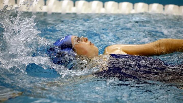 Stroje kąpielowe sportowe – czym wyróżniają się te modele?