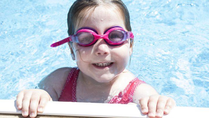 Zalety użytkowania okularów pływackich dziecięcych